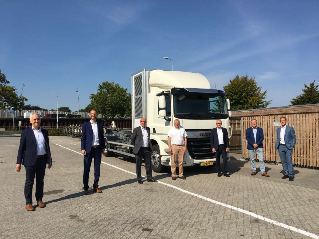 V.l.n.r.: Henk Coppens, CEO VDL Bus & Coach, Philipp Ruez, Director Sales Global Account bei ElringKlinger, Peter Schweizer, Vice President Product Line Sales bei ElringKlinger, Ruud Bouwan, New Technology Specialist bei VDL ETS, Armin Diez, Vice President Fuel Cell bei ElringKlinger, Jos van de Ven, Strategic Purchaser bei VDL ETS sowie Menno Kleingeld, Managing Director von VDL ETS. Foto: ElringKlinger.